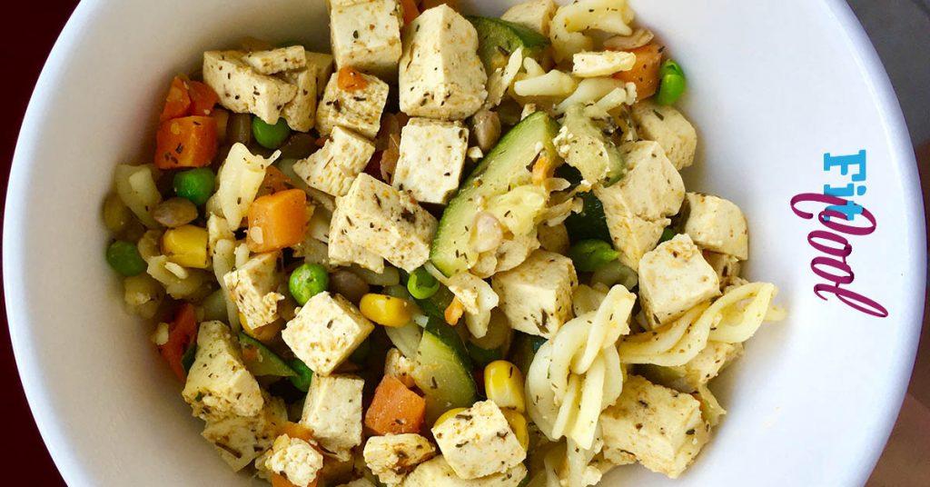 Kuskus s tofu na tanieri zdrave jedlo pre všetkých