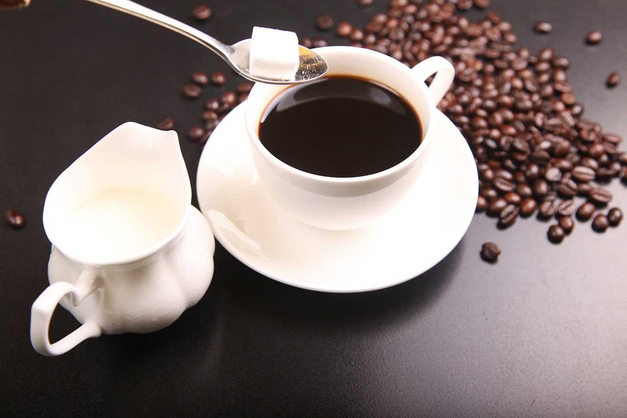 5-superpotravin-ktore-posilnia-tvoju-imunitu-kava-kofein-cukor