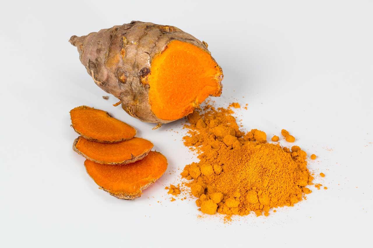 5-superpotravin-ktore-posilnia-tvoju-imunitu-kurkuma