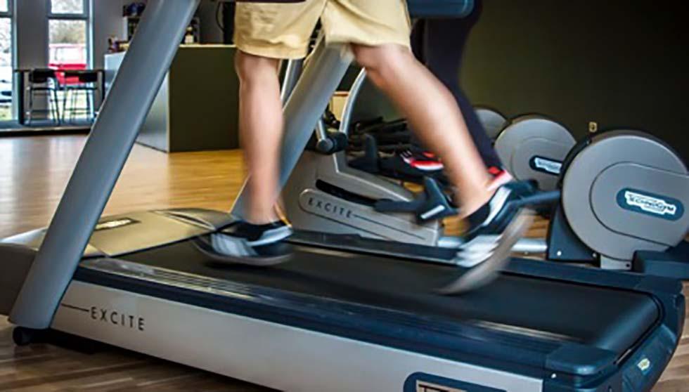 Bežecký pás ti pomôže spáliť viac kalórií. My vieme ako.