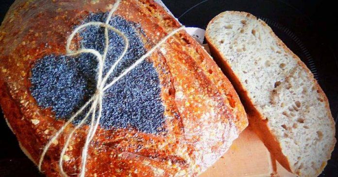 makový kváskový chlieb