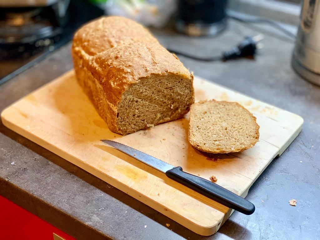 špaldovy-chlieb-z-domacej-pekarne